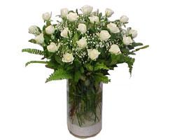 Niğde çiçek online çiçek siparişi  cam yada mika Vazoda 12 adet beyaz gül - sevenler için ideal seçim