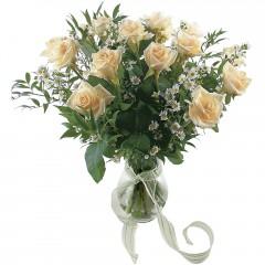 Vazoda 8 adet beyaz gül  Niğde çiçek siparişi vermek