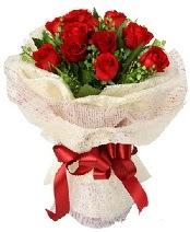 12 adet kırmızı gül buketi  Niğde online çiçek gönderme sipariş