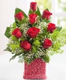 Cam içerisinde 9 adet kırmızı gül  Niğde çiçek , çiçekçi , çiçekçilik