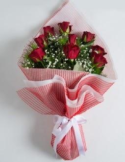 9 adet kırmızı gülden buket  Niğde İnternetten çiçek siparişi
