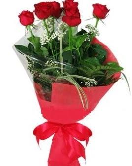 5 adet kırmızı gülden buket  Niğde anneler günü çiçek yolla