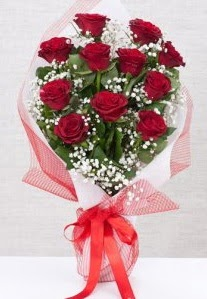 11 kırmızı gülden buket çiçeği  Niğde çiçek siparişi vermek
