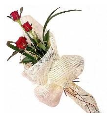 3 adet kırmızı gül buketi  Niğde hediye sevgilime hediye çiçek