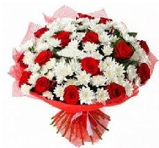 11 adet kırmızı gül ve 1 demet krizantem  Niğde 14 şubat sevgililer günü çiçek
