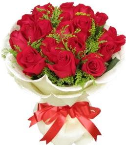 19 adet kırmızı gülden buket tanzimi  Niğde uluslararası çiçek gönderme