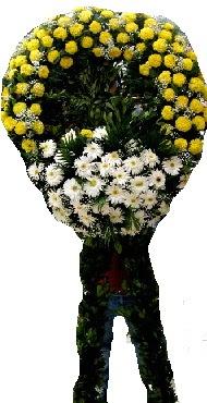 Cenaze çiçek modeli  Niğde hediye çiçek yolla