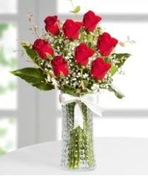 7 Adet vazoda kırmızı gül sevgiliye özel  Niğde çiçek satışı