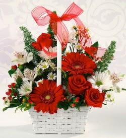 Karışık rengarenk mevsim çiçek sepeti  Niğde hediye çiçek yolla
