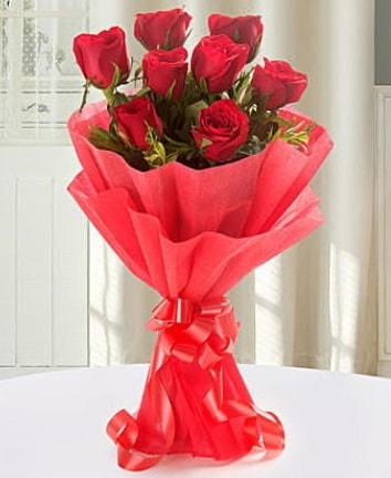 9 adet kırmızı gülden modern buket  Niğde kaliteli taze ve ucuz çiçekler