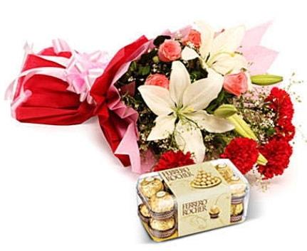 Karışık buket ve kutu çikolata  Niğde çiçek gönderme sitemiz güvenlidir