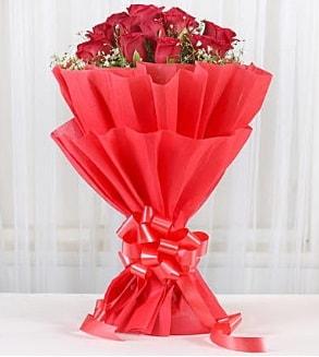 12 adet kırmızı gül buketi  Niğde çiçek gönderme